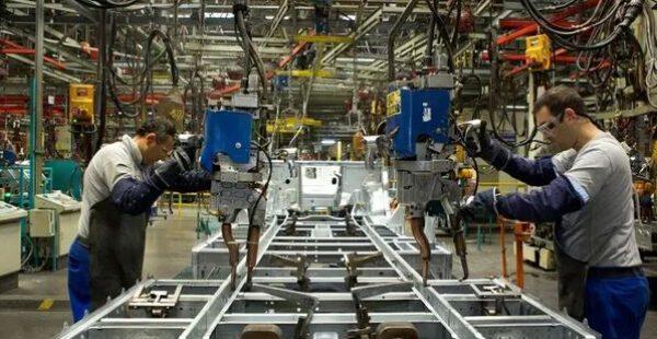 Sanayi üretimi beklentilerin üzerinde arttı